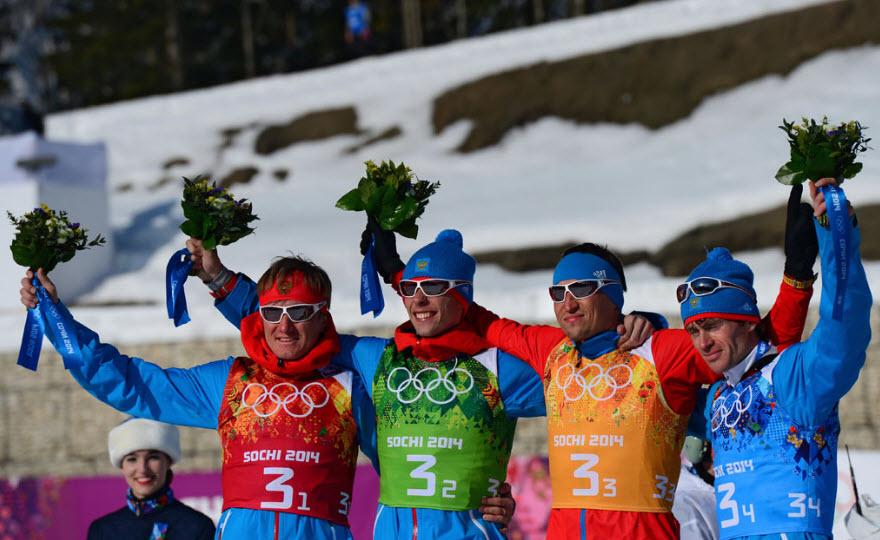 17 Лыжники  Александр Бессмертных, Максим Вылегжанин, Александр Легков и Дмитрий  Япаров - серебряные призеры в эстафете.